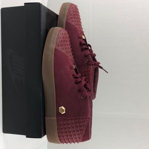 Le Bron XIii Lifestyle burgundy suede